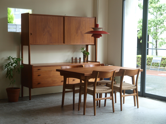 wegner-cabinet-table